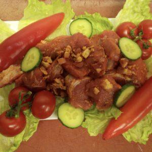 Schweinefilet Medaillons gewürzt mit Röstzwiebeln und Bacon Würfel